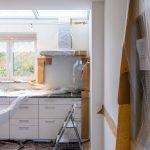 Kuhinja u sred renoviranja zbog čega je važno da znate kako izaći na kraj s majstorima