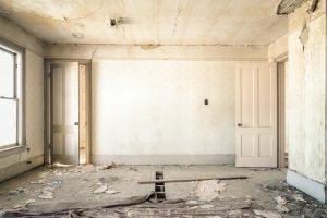 Razrušena dnevna soba